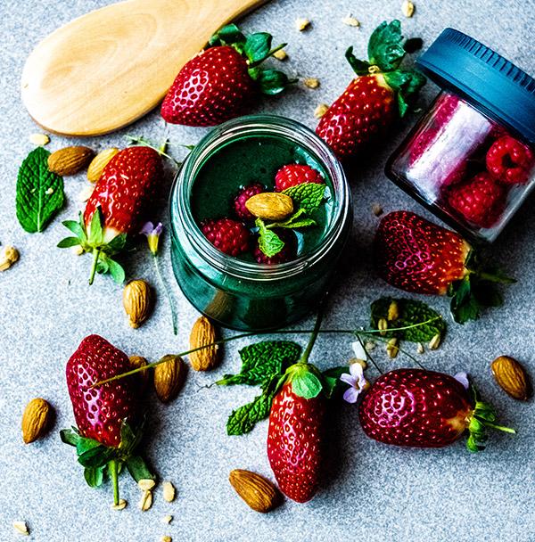 spirulina straspberry mint detox smoothie eco balance lifestyle