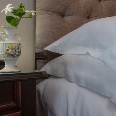 ebl-white-thread-pillow-detail